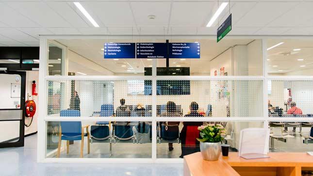 Ziekenhuis_wachtkamer afgesloten